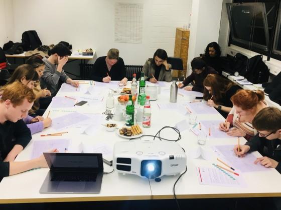 Diskussion und Interaktion: erste Fokus-Gruppe generiert wichtige Daten und Einsichten